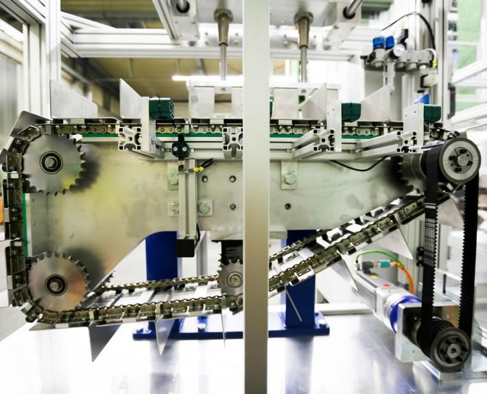 Kettenförderer Aufrichter - Mechanik mit Ketten und Zahnrädern